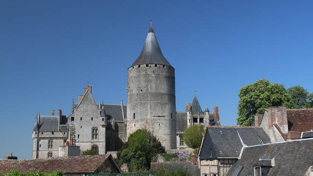 The château from the gardens of Hôtel-Dieu