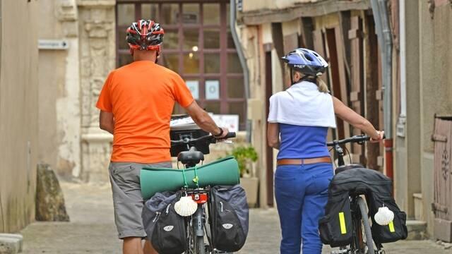 Cyclistes à Châteaudun rue Saint-Lubin