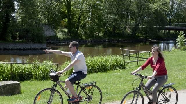 Cyclistes au bord du Loir