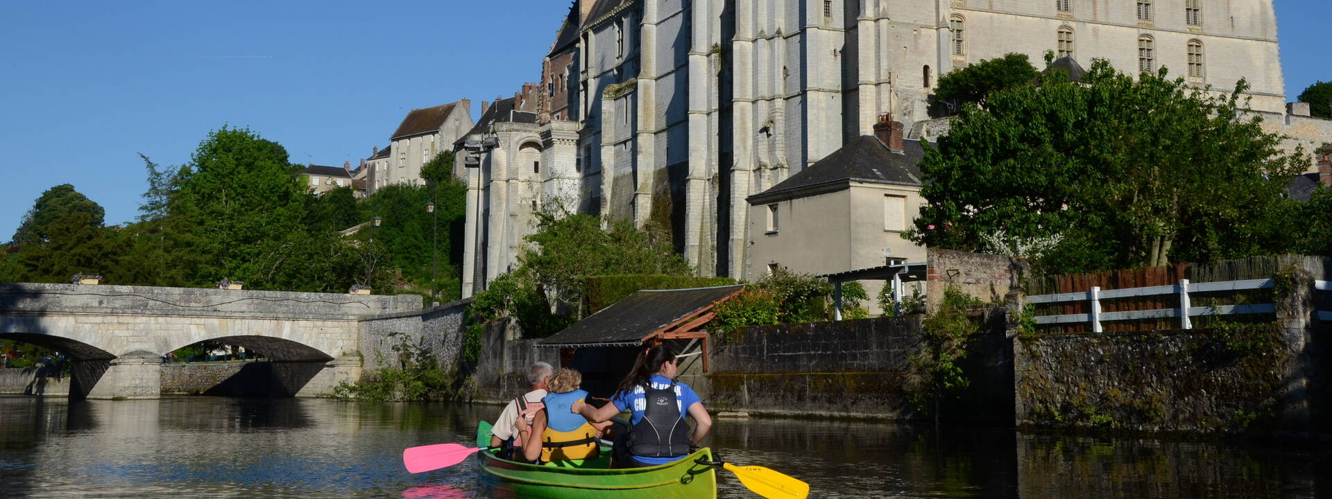 Canoe on the river Loir at the foot of the château
